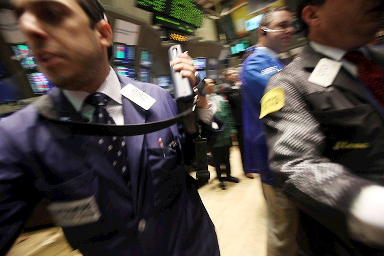 wall-street-close-bond-buying-propels-s-p-500-to-fresh-record-top