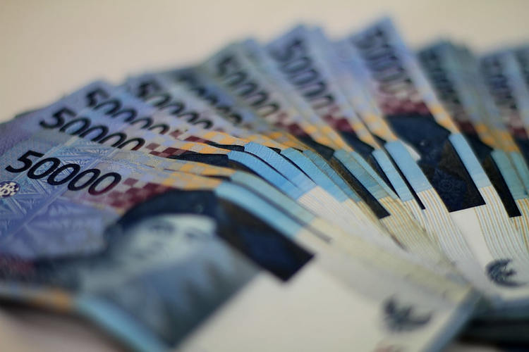 Indonesian rupiah hangs around four-month lows of 14,305 on mixed CPIs