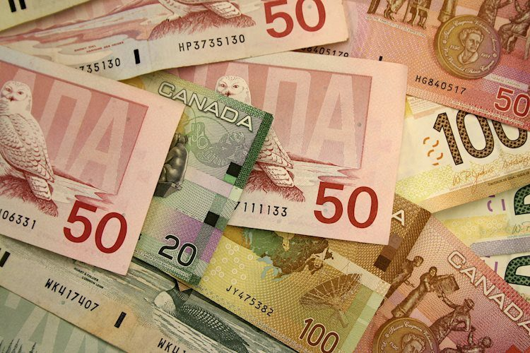USD/CAD advances to fresh daily top above 1.2840