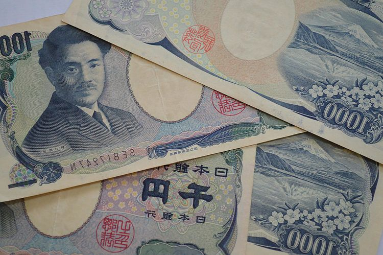 USD/JPY rallies over 40 pips from two-week lows, jumps to 104.85 area